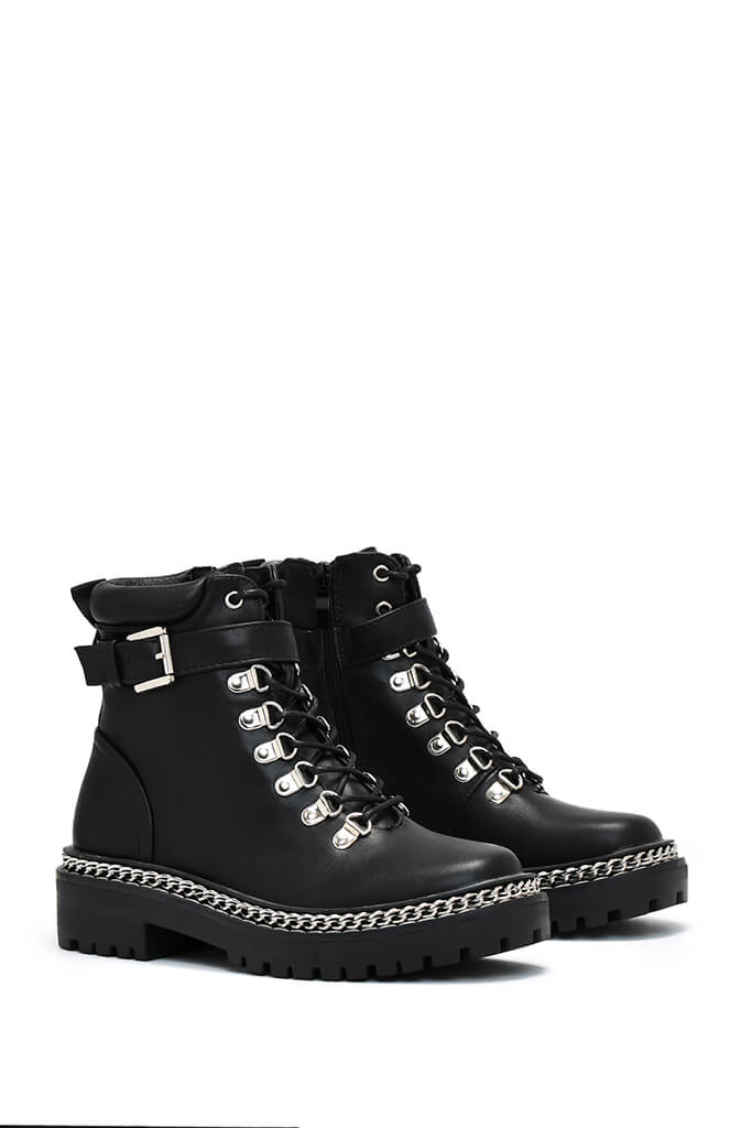 Black Hiking Chain Chunky Boots - 3 / BLACK von ISAWITFIRST.com